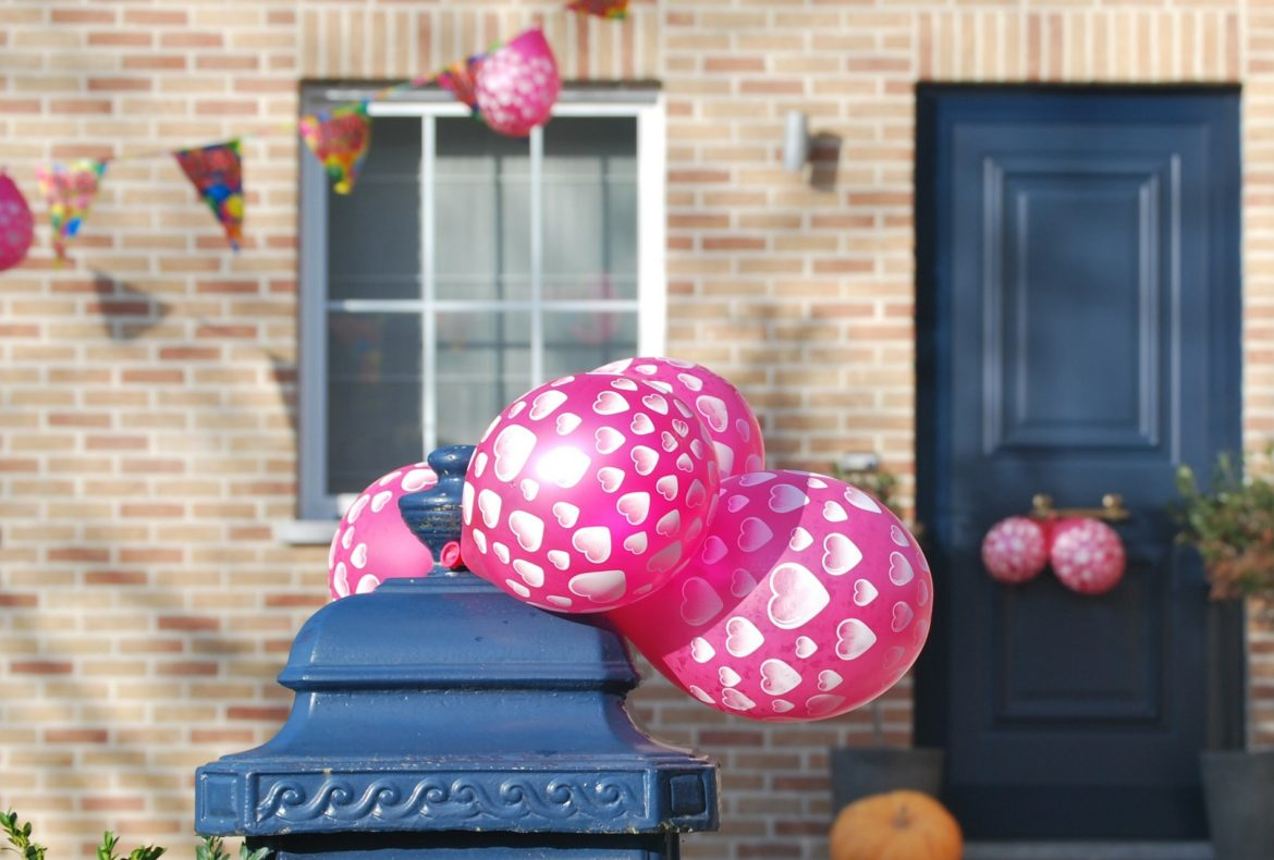 5 Steps to Hosting a Memorable Housewarming Party